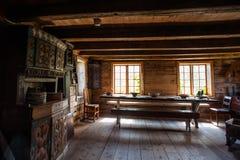 Les huttes en bois du pêcheur antique en parc ethnique, Norvège Photos stock