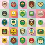 Les icônes de timbre d'emblème d'insigne de scout ont placé, style plat photo libre de droits