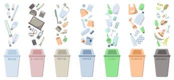 Les icônes de tri de rebut ont placé avec des poubelles et des déchets Photo libre de droits