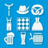 Les icônes de festival de bière d'Oktoberfest ont placé dans le blanc et illustration de vecteur