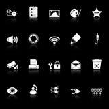 Les icônes générales d'écran d'ordinateur avec réfléchissent sur le fond noir Photographie stock