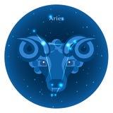 Les icônes stylisées du zodiaque signe dedans le ciel nocturne avec la constellation lumineuse d'étoiles dans l'avant Photo libre de droits