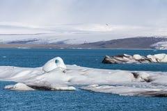 Les icebergs de flottement dans le ³ n de rlà de ¡ de Jökulsà glacent la lagune, Islande images libres de droits