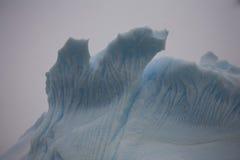Les icebergs peuvent former de belles formes. images stock