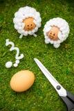 Les idées de métier pour la saison de Pâques, agneau ont formé des oeufs de pâques et des matériaux photo libre de droits