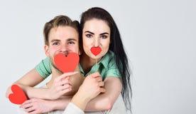 Les idées romantiques célèbrent le jour de valentines Concept de jour de Valentines Couples d'homme et de femme dans l'étreinte d photographie stock