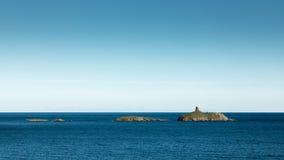 Les Iles Finocchiarola outre de la côte de Cap Corse en Corse photo libre de droits