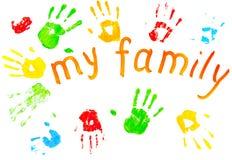 Les impressions colorées des paumes du `s de famille. Photographie stock libre de droits