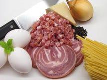 Les ingrédients fondamentaux de Carbonara de pâtes Images stock