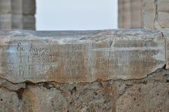 Les inscriptions ont découpé dans le temple de Poseidon en Grèce Photo libre de droits