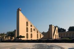 Les instruments astronomiques architecturaux en observatoire de Jantar Mantar ont accompli en 1734, Jaipur, Inde image stock