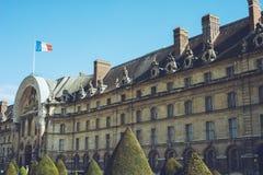 Les Invalides - den Paris Frankrike staden går loppforsen Arkivfoton