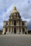 Les Invalides domkyrkafasad på en molnig dag Royaltyfria Bilder
