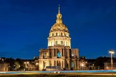 Les Invalides en París en la noche Foto de archivo libre de regalías