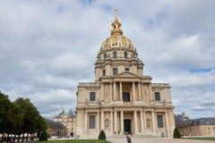 Les-invalides im wolkigen Wetter Anziehungskräfte in Paris lizenzfreies stockbild