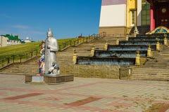 Les invités de la demeure du Bouddha Shakyamuni sont rencontrés par le patron de cet endroit sacré - le dieu païen Tsagan Aav photos libres de droits