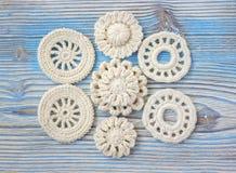 Les Irlandais blancs font du crochet les fleurs tricotées pour Noël ou la Saint-Valentin Image libre de droits