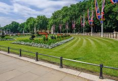 Les jardins commémoratifs s'approchent du Buckingham Palace images stock