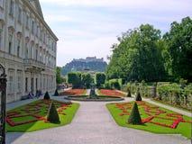 Les jardins de Mirabell et le Schloss Mirabell au centre de Salzbourg en Autriche Image stock