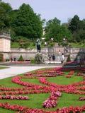 Les jardins de Mirabell et le Schloss Mirabell au centre de Salzbourg en Autriche Images stock