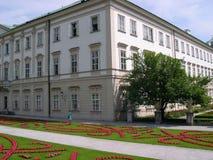 Les jardins de Mirabell et le Schloss Mirabell au centre de Salzbourg en Autriche Photographie stock libre de droits