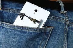 Les jeans bleus de denim dans la couleur foncée dans la scène présentent le vieux deni Photo stock