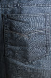 Les jeans desserrent la poche photos libres de droits