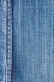 Les jeans donnent une consistance rugueuse avec la couture Photo stock