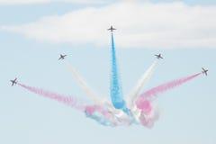 Les jets de T1 de faucon avec coloré fume Image stock