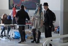 Les jeunes à l'endroit de l'enregistrement de la convention d'Animefest image stock