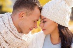 Les jeunes amants mignons passent le temps ensemble Images libres de droits
