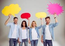 Les jeunes avec des bulles de la parole Photographie stock libre de droits