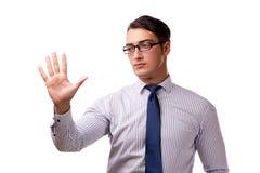 Les jeunes boutons beaux de pressing d'homme d'affaires d'isolement sur le blanc Image stock