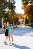 Les jeunes couples dans l'amour dans Tivoli se garent, Ljubljana, Slovénie, l'Europe Photos stock
