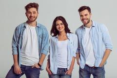 Les jeunes dans des jeans Photos stock