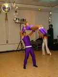Les jeunes danseurs d'athlètes de la danse folâtrent la fédération du St Petersbourg Photo libre de droits