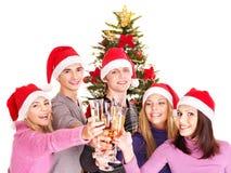 Les jeunes de groupe dans le chapeau de Santa. Photographie stock
