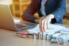 Les jeunes entrepreneurs sont, dirigeant de compte, agent de banque Accountan photo libre de droits
