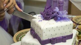 Les jeunes font du crochet un gâteau Images libres de droits