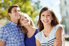 Les jeunes heureux images libres de droits