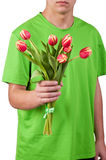 Les jeunes hommes donnent les fleurs au-dessus du backgroung blanc Image libre de droits
