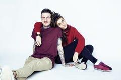 Les jeunes jolis couples ensemble, concept de personnes de mode de vie, boyfrien Photos libres de droits