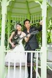 Les jeunes ménage à la guitare Photo stock