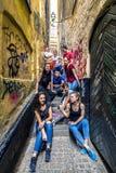 Les jeunes marchant autour de Stockholm, Suède Photographie stock