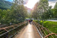 Les jeunes marchent autour de la Norvège Images libres de droits