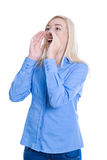 Les jeunes ont isolé la femme dans le bleu appelant ou pleurant envoyant un message Photos stock