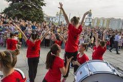 Les jeunes participent à la concurrence de danse Photo libre de droits