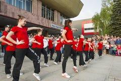 Les jeunes participent à la concurrence de danse Images libres de droits