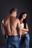 Les jeunes sexy font de la publicité des jeans de denim Photos stock
