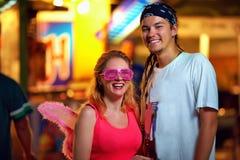 Les jeunes sur le festival de musique. culture de la jeunesse Image stock